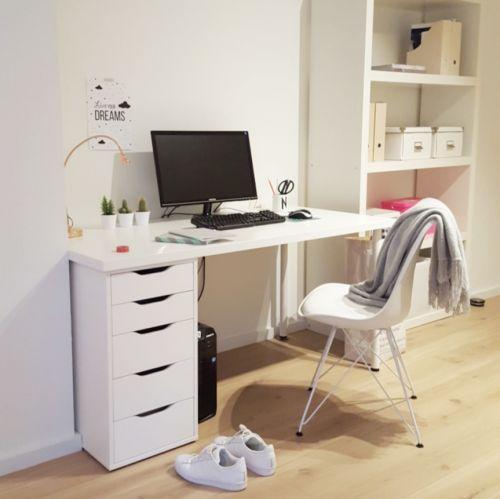 De Metal stoel van Essence is een prachtige tijdloze stoel die zich kenmerkt door de combinatie van de vloeiende vorm van de kunststof zitting en het elegante metalen onderstel. Samen met het zeer comfortabele kussen, maakt het hem niet alleen aantrekkelijk om naar te kijken, maar ook heerlijk om op te zitten. De Metal stoel komt in elke ruimte tot zijn recht! Van woonkamer, ontbijthoek, lobby, tot het kantoor; deze design stoel voelt zich overal thuis | Gewoonstijl