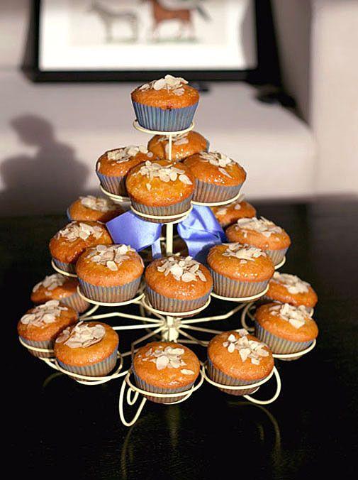 Výborné a přitom jednoduché mandlové cupcakes plněné meruňkovou marmeládou. Snadné, efektní a předev | Veganotic