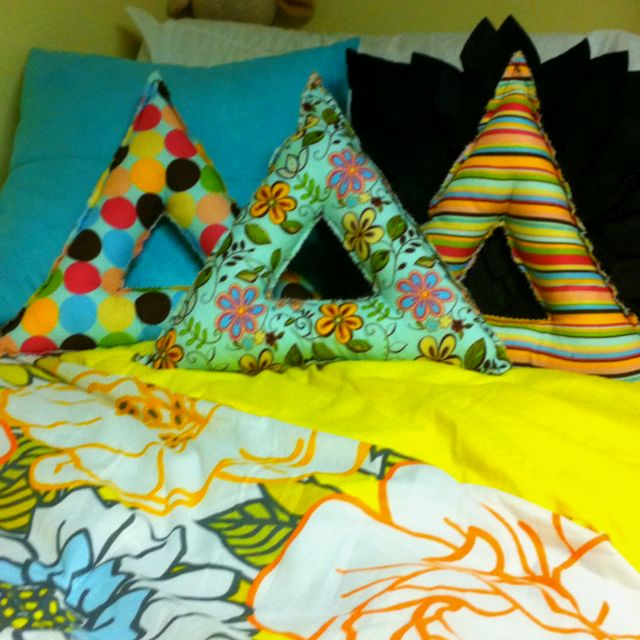 DIY #greek letter pillows!!!! Use your sorority colors or fun patterns to create…I would love this in ΓΣΣ