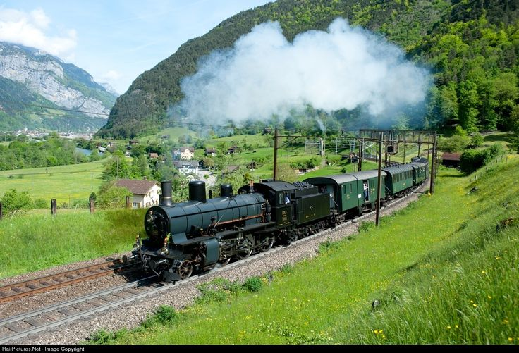 For a combined Birthday and Wedding Celebration, the team of steam engine drivers from Zürich chartered this beautiful train with B 3/4 1367. They went from Zürich uo the northern ramp of Gotthard Line in Göschenen and back.
