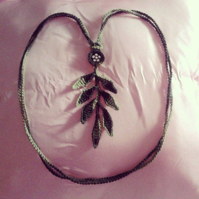 Leaf Necklace   Available : 1 in green  Contact me to order  #crochet #cotton #neckwear #necklace #leaf #leaves #limited #limitededition #casual #craft #handmade #lariat #summer #party