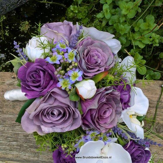 bridalbouquet silk purple roses. Zijdenbruidsboeket met paarse rozen en witte orchidee. Kijk op de site en vraag naar de mogelijkheden!