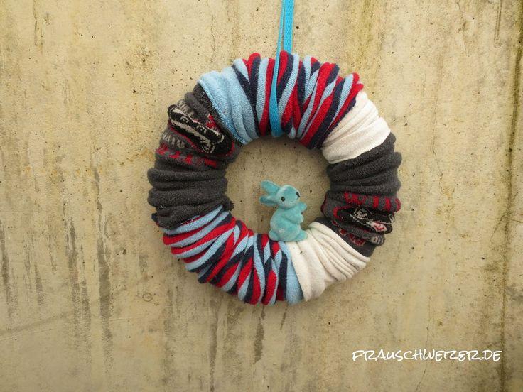DIY Anleitung für einen Kranz aus alten Kinderstrumpfhosen