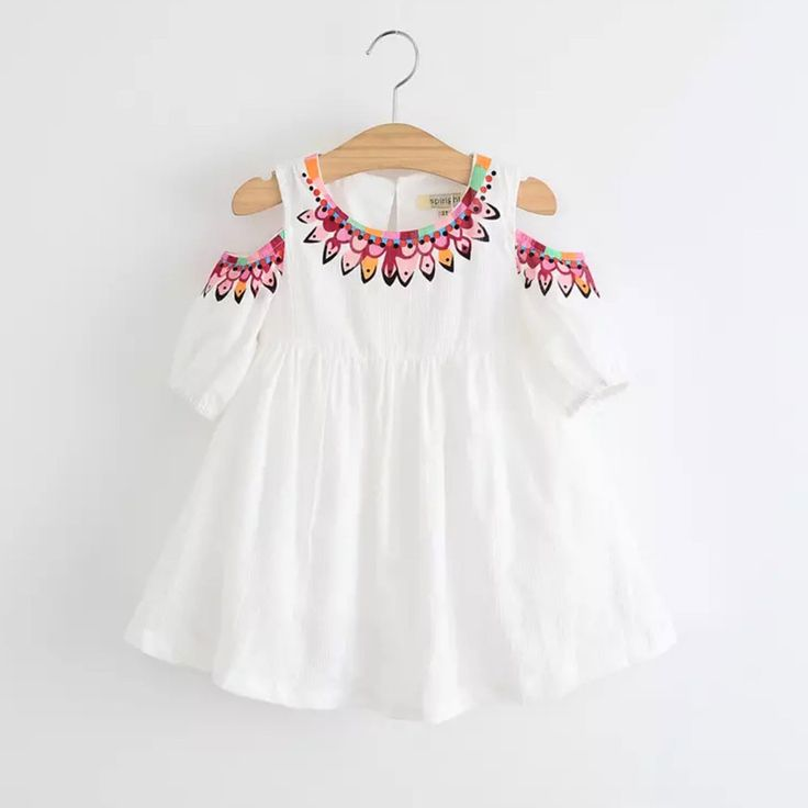 Boho chic! This dress is all about the fab details. We can't get enough of the on trend cut out sleeves, geometric screen print and light weight feel. The perfect dress! Size (cm) 2T 3T 4T 5T 6 6X Bus