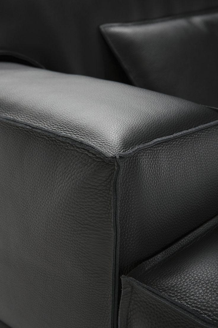 Cucitura al taglio vivo per divani in pelle moderni Tino Mariani. www.tinomariani.it