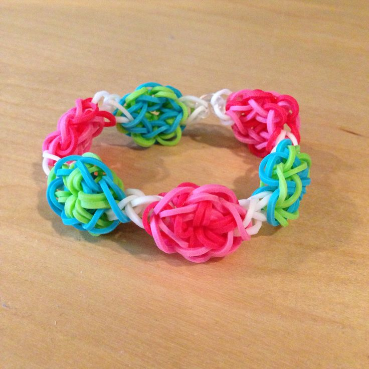 My latest rainbow loom bracelet!  I extended it so it's one continuous design with a barely noticeable c-clip. Use  the Made by Mommy DAISY CHAIN without the outer two loops. Also the same as the Pumpkin Bracelet video by Emma.