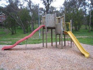 Milborne-Heddon Reserve, Between Milborne Cres and Heddon Crt, Eltham    Facilities: playground and seats