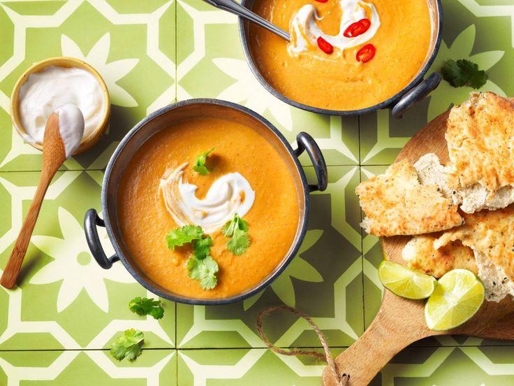 Op zoek naar een lekker, makkelijk recept zonder vlees en boordevol groenten? Dit is een top recept! Een heerlijke Indiase maaltijdsoep met wortel, linzen en kokosmelk. Hier word je blij van!