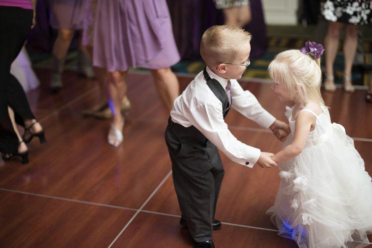 Virginia Beach boardwalk hotel wedding pictures | Wedding reception dancing