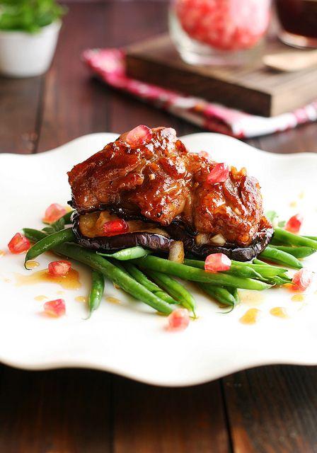 ensalada de pollo crujiente con berenjenas asadas, judías verdes y aliño de granada by Nukysan, via Flickr