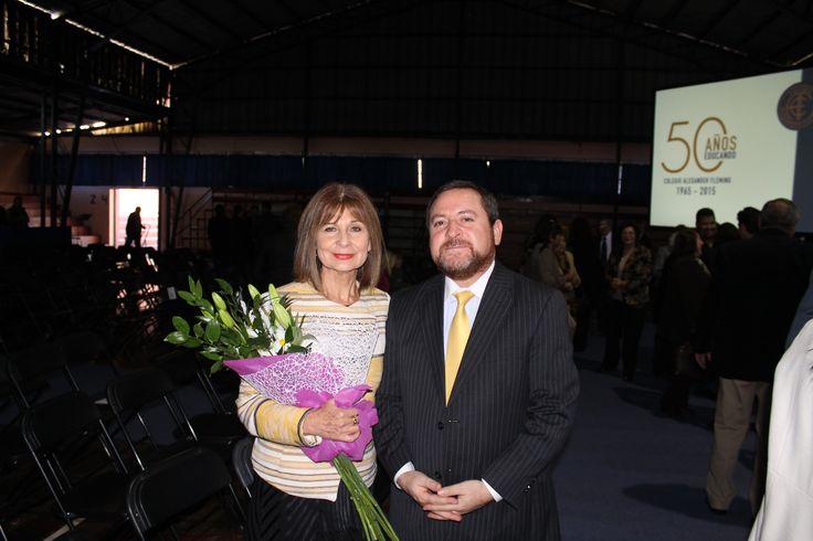 Concejal Flandez saluda a la directora  Veronica Fuica