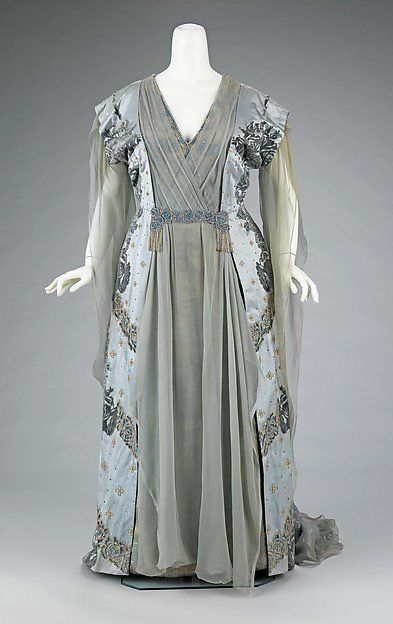 1910 Worth gown worn by the wife of JP Morgan Jr. Met museum.