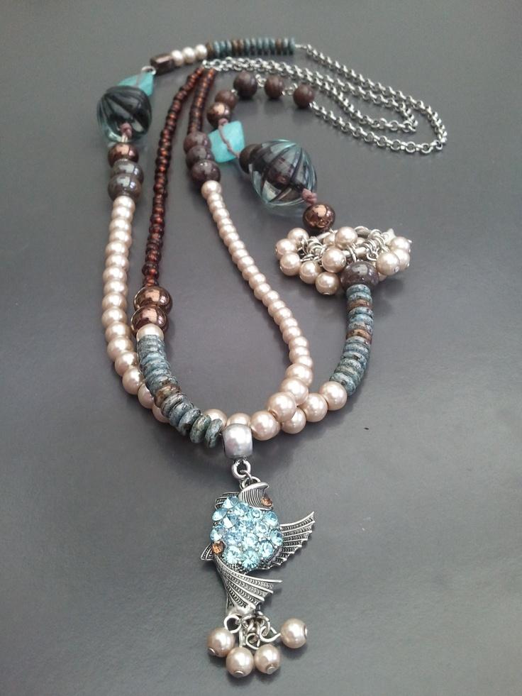 Nieuwe ketting met glasparels, natuursteen, keramiek en swarovski kristallen