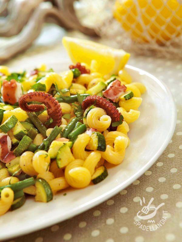 Pasta with octopus and green beans - Ecco un primo sano e genuino, che apporta vitamine e sostanze nutrienti all'organismo: provate la Pasta al polpo e fagiolini. Sono veramente gustosi!