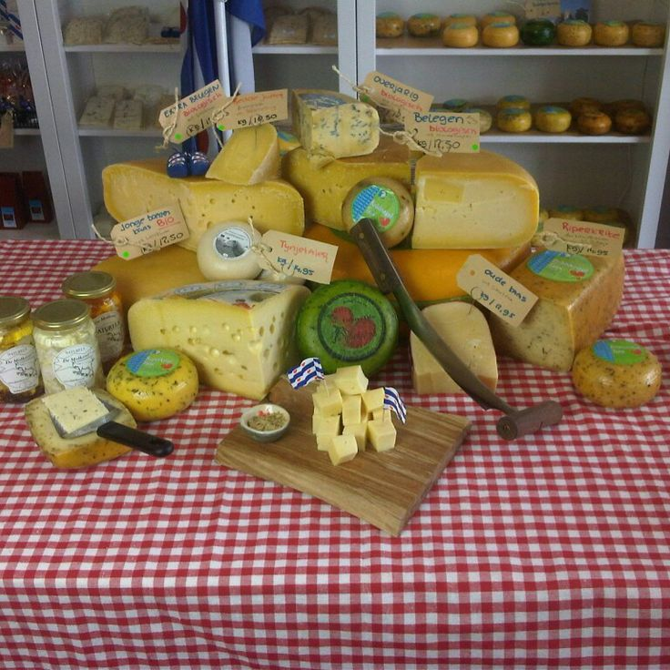 Kaas van het mes... uitsluitend Friese boerenkaas. Tevens verkoop biologische kaas en veganistische kaas.  Uit Friesland!