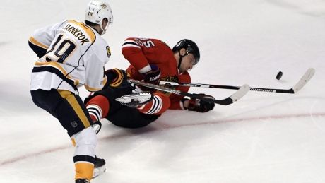 Tight-checking Predators shut down Blackhawks