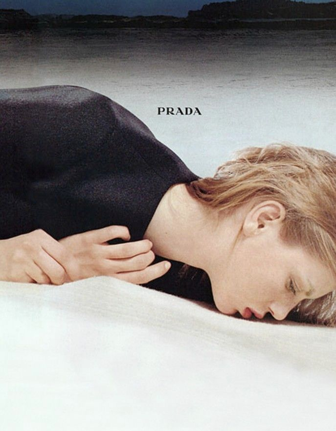 angela-lindvall-for-prada-fall-winter-1998-99-ad