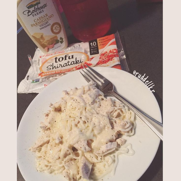 """(@ruddellkr) Chicken fettuccini Alfredo HOLY CRAP‼️ I am onto something here! First time playing with the tofu Shirataki spaghetti """"noodles"""".. I used Blothouse salad dressing as my sauce, added 4 oz. of chicken & 14g skim mozzarella. Only 218cals {30p • 9f • 9c}"""