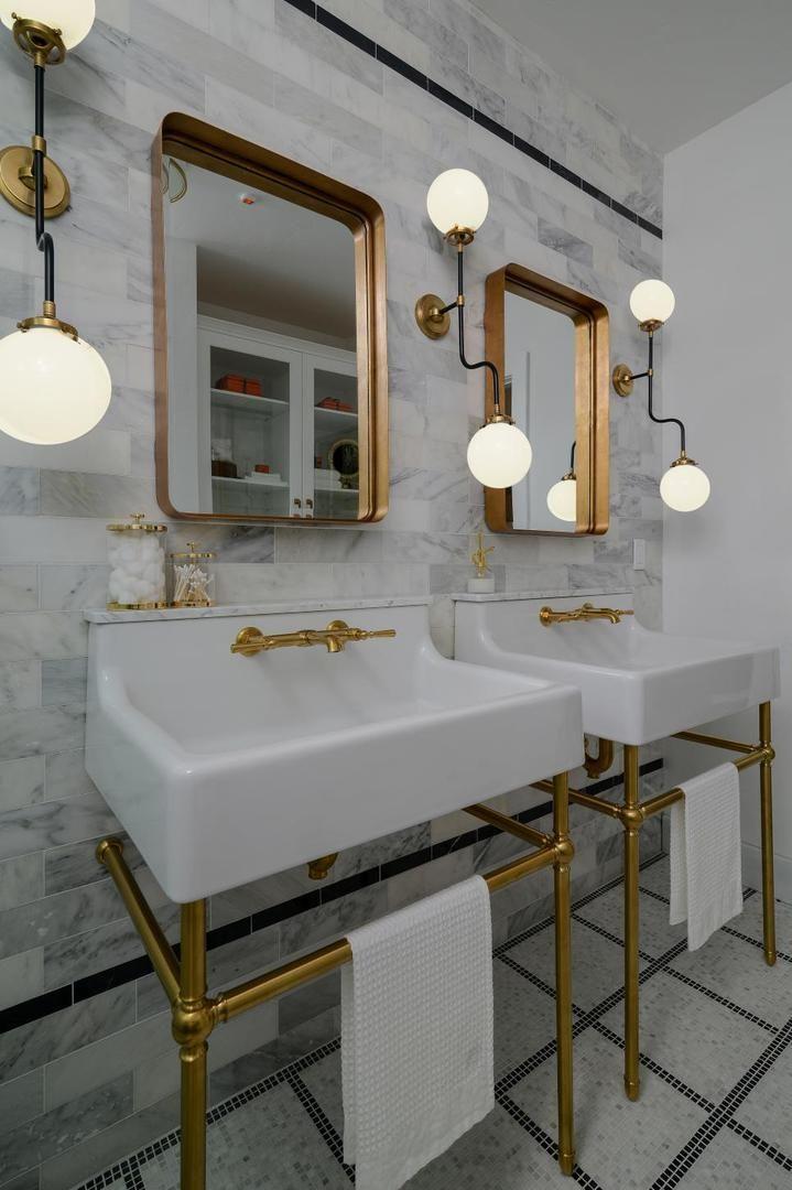 Сочетание мрамора и золота. #золотая_ванная #мраморная_ванная #золотые_аксессуары