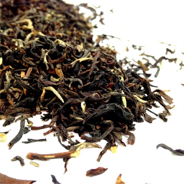DARJEELING CASTLETON ESTATE 1ST FLUSH This single estate Darjeeling is quite simply superb. Light and brimming with aromatic flavour, it is not surprising to learn that this tea garden was established in 1885, and has been producing top quality tea ever since.