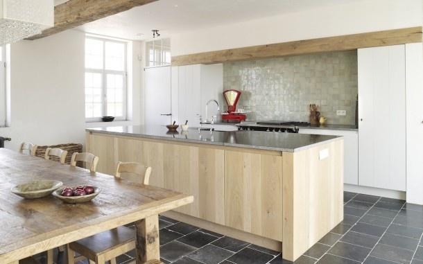 keuken | combinatie hout en blauwe steen Door moniekvanlint