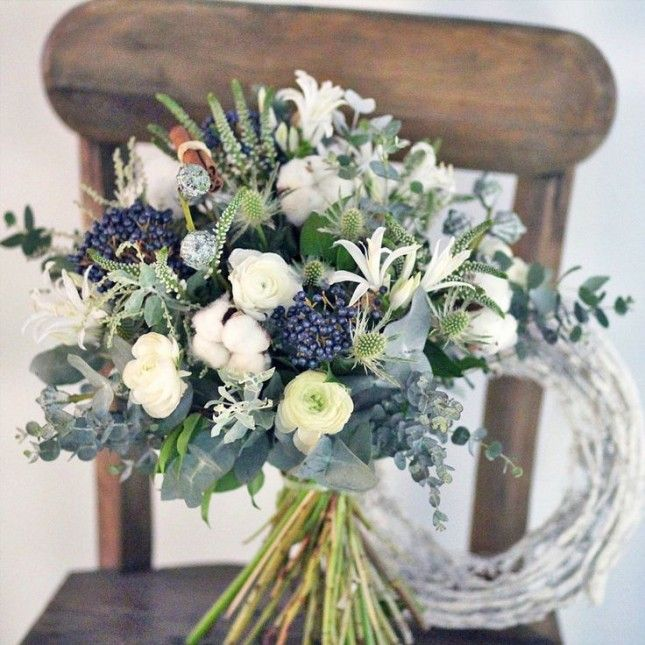 19 Inspiring Winter Flower Arrangements on Instagram via Brit + Co.