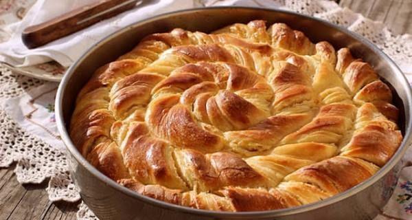 Κοινοποιήστε στο Facebook Μια υπέροχη παραλλαγή της παραδοσιακής τυρόπιτας με φέτα. Η μαλακή και ζουμερή ζύμη της θα σας εντυπωσιάσει. Μπορείτε να την κάνετε για πρωινό ή για το βραδυ. Ακόμα μπορείτε να αντικαταστήσετε το ψωμί σε ένα γεύμα με...