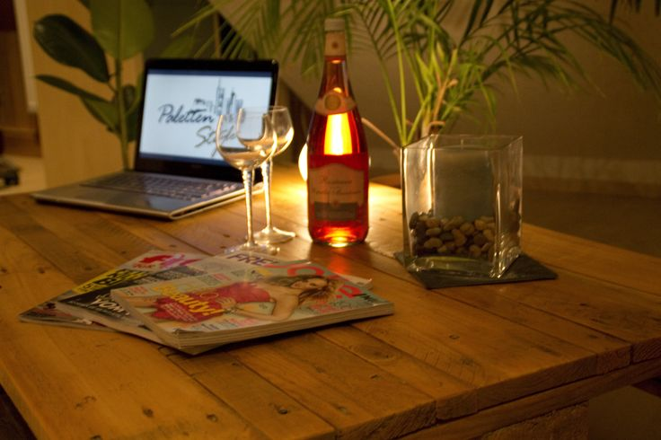 15 best m bel aus europaletten images on pinterest couch sofa family rooms and lounges - Europaletten wohnzimmertisch ...