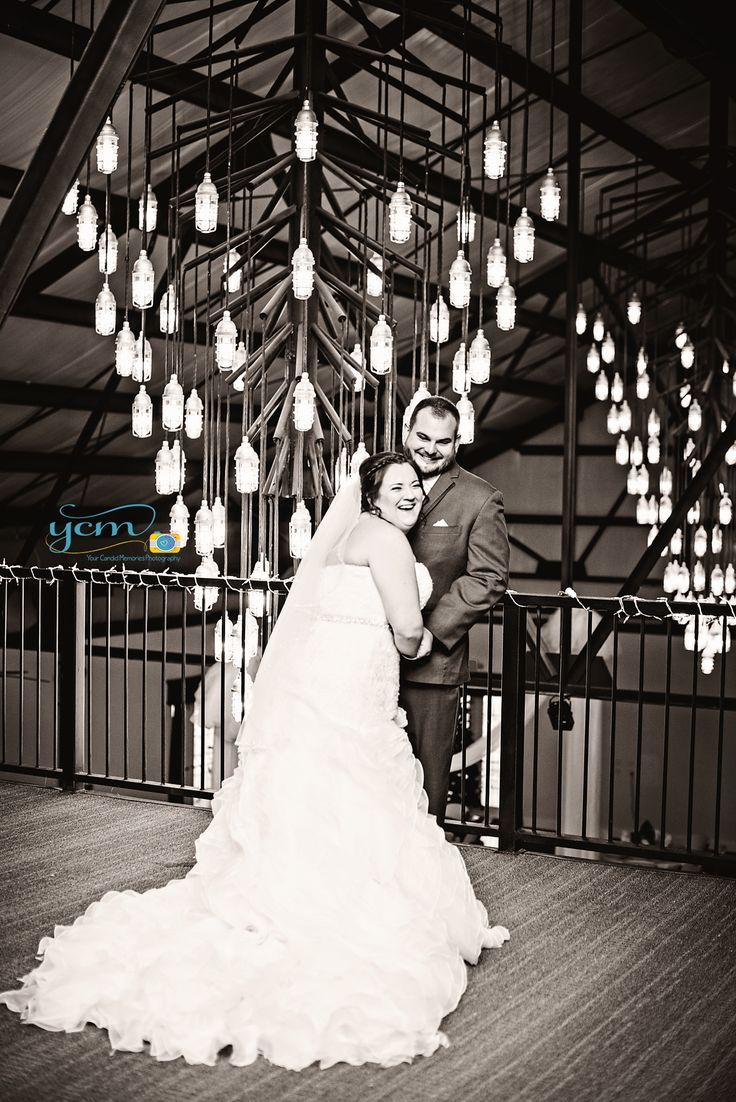 Buffalo Valley Event Center Bride And Groom First Look Portraits By Wedding Photographer Your Candid Memories