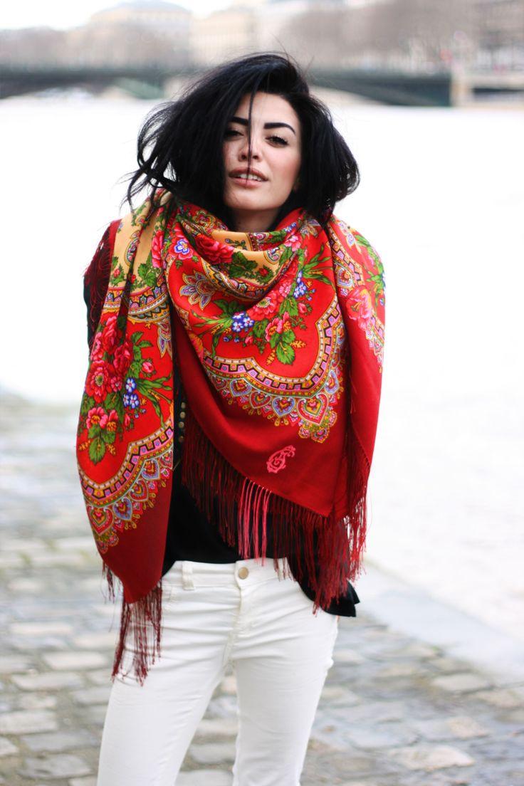 Tying a scarf, street style, red flower pattern, paris