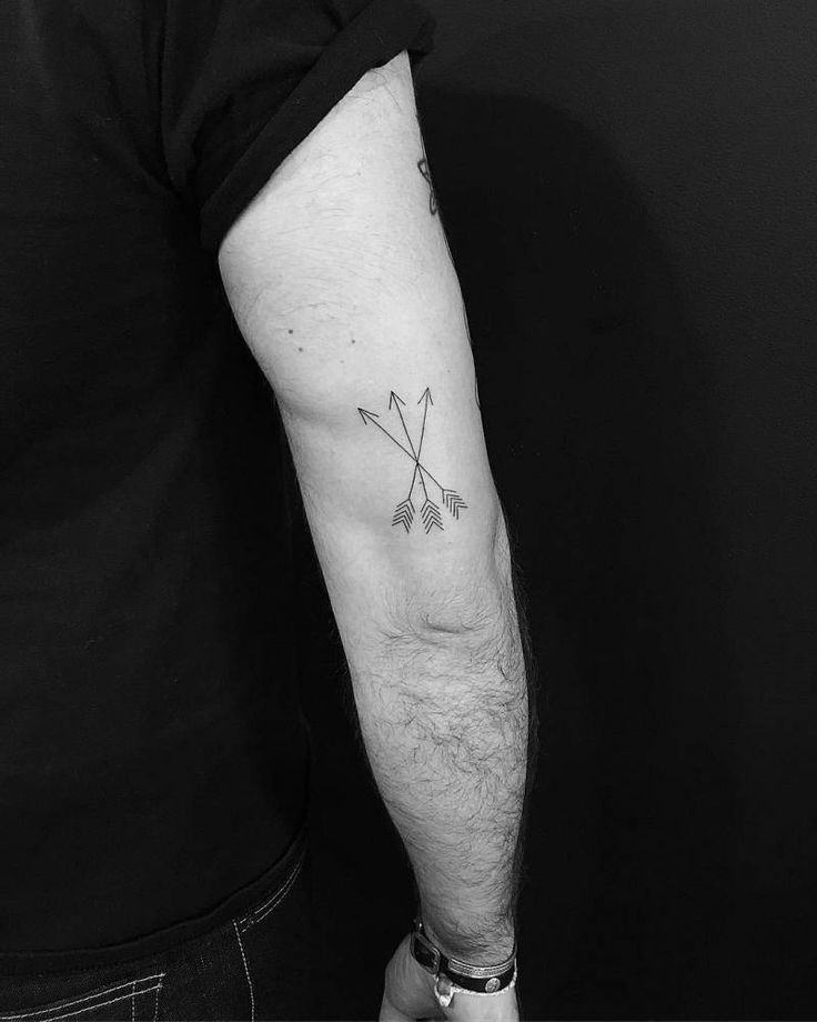 Three arrows tattoo on the back of the right arm. Tattoo artist: Jon Boy · Jonathan Valena http://www.retroj.am/matching-tattoos/