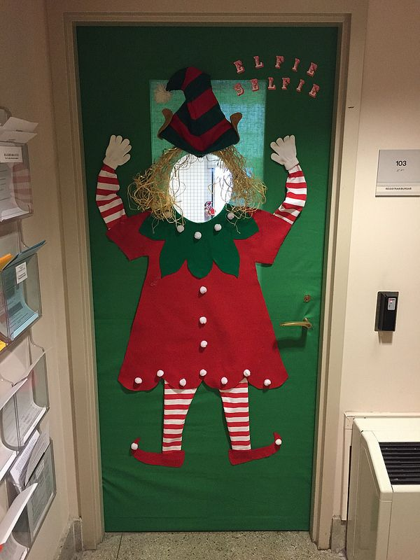 106 best christmas bulletin boards images on pinterest for Creative selfie wall