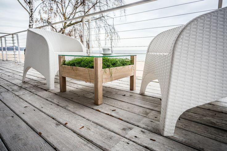 zielony stolik, stolik z trawą, meble na taras, ciekawe meble, ekoligiczne meble. Zobacz więcej na: https://www.homify.pl/katalogi-inspiracji/30131/6-pomyslow-aranzacji-domu-dla-milosnikow-roslin