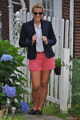Weejuns, nantucket red shorts, oxford and blazer. How to appropriately do menswear for the preppy girl.