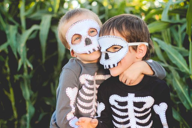 Finley and Oliver: DIY Skeleton Costume