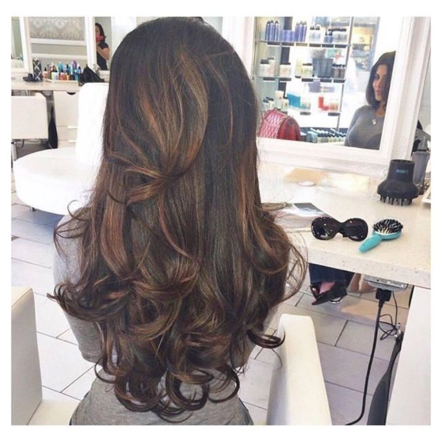 Crushing on this colour blend! The new hair colour trend has been set for summer 2016 and it seems to be 'layage' which everyones going mad for! This is a more subtle version of balayage (which was last years hair craze!) and is much more of a natural blend. Our highlighted shade 'Warm brunette' is the identical match to this hair colour and is perfect to lighten up your brown hair for this spring/summer! Shop the link in our bio