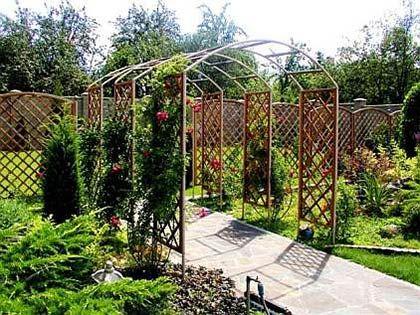арка для плетистых роз из дерева