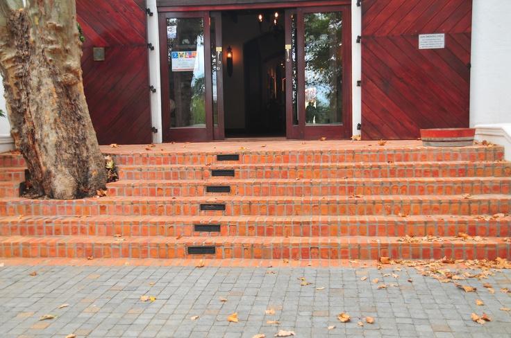 Lanes klompie bricks at Blaauklippen entrance.