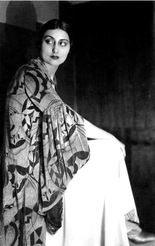 Germaine Krull - Demaria, Modèle Sonia Delaunay, 1926