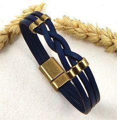 Découvrez ce kit qui vous permettra de composer vous même ce bracelet cuir bleu marine tressé avec perles et fermoir magnétique bronze. Un look branché et original pour vos p - 7237925