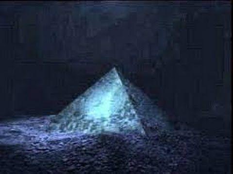 Kristallen piramide gevonden in Bermuda driehoek !