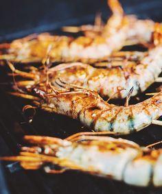 Brochettes de crevettes grillées sur le bbq