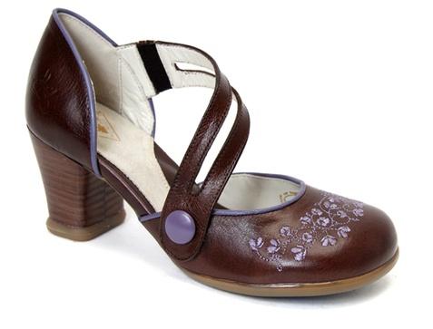 Operettas/Viardot from John Fluevog. Love it in the brown and mauve color.