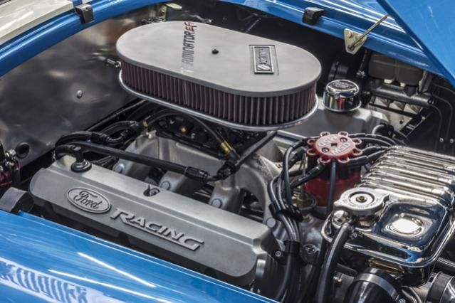 Superformance Holley EFI Cobra-engine.jpg;  639 x 426 (@100%)