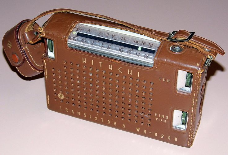 Vintage Hitachi Model WH-829H 2-Band (BC-SW), 8 Transistor, Made In Japan, Slide-In Battery Compartment, Circa 1962.