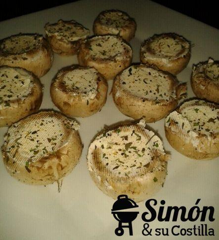 Suspiro de Champoñones:  Champiñones rellenos de queso crema con sal y finas hierbas.