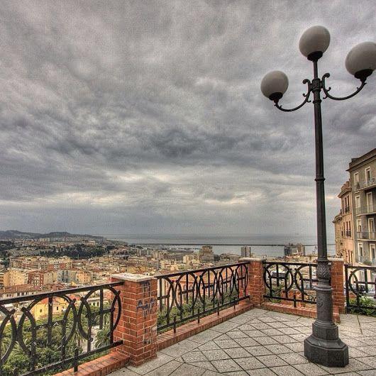 Le splendide ringhiere Liberty in Via Fossario
