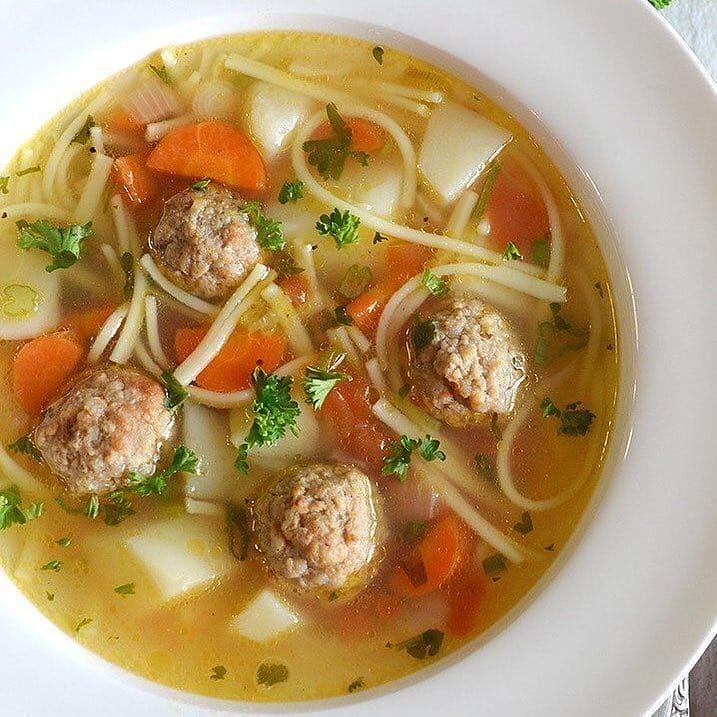 красноватые картинки суп лапша с фрикадельками всего семь