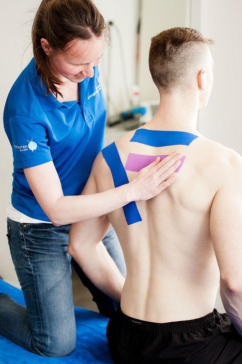 Bedrijfsfotografie fysiotherapie tape FYSIOCENTER BLADEL. Foto door Marijke Krekels Fotografie