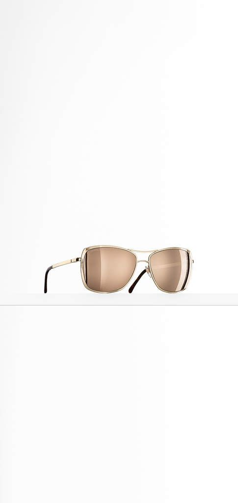 The latest Eyewear collections on the CHANEL official website